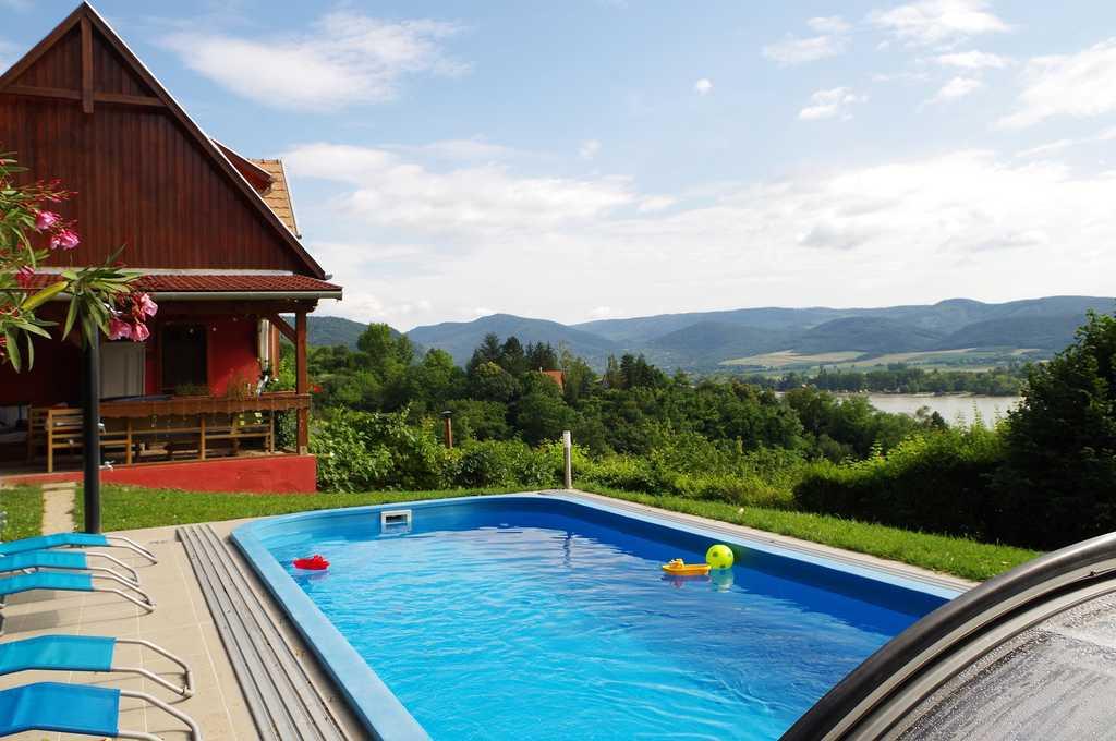 fedett, fűthető medence, nyugágy, kert, Duna, Pilis, Zebegény, szállás