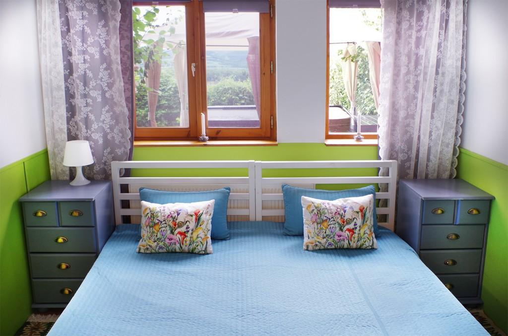 romantikus hálószoba, díszpárna, panoráma, éjjeli szekrény